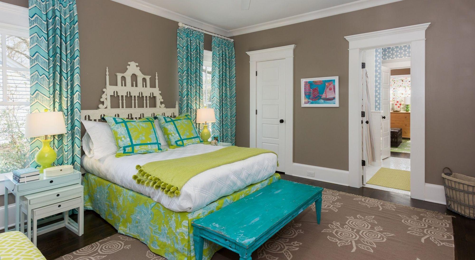 оформляем кровать в бирюзовом цвете