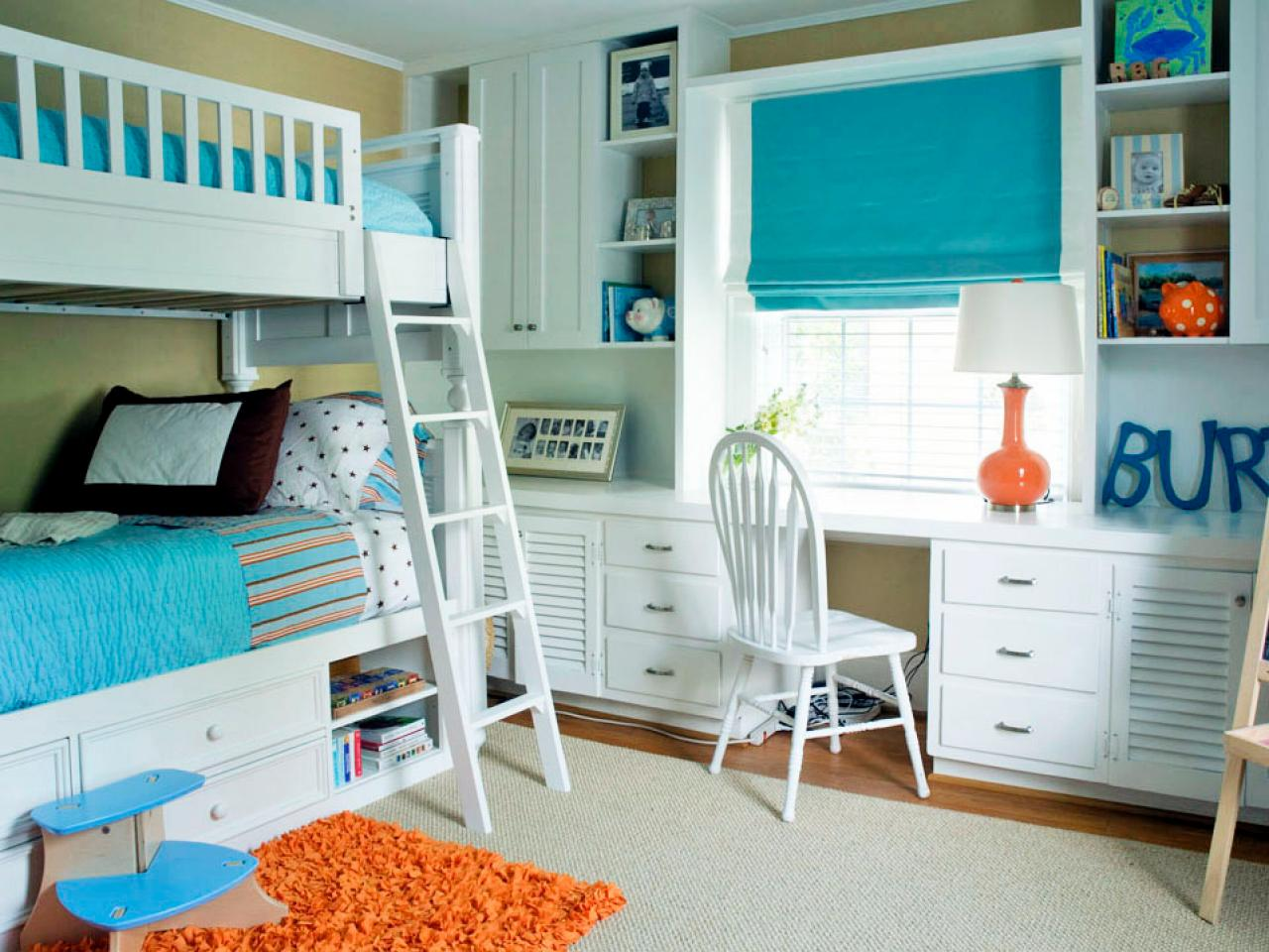 Бело бирюзовая детская комната