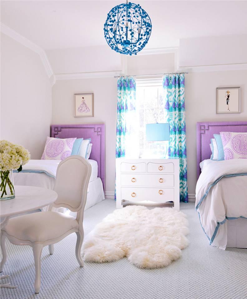 Детские кровати в сиреневой обстановке