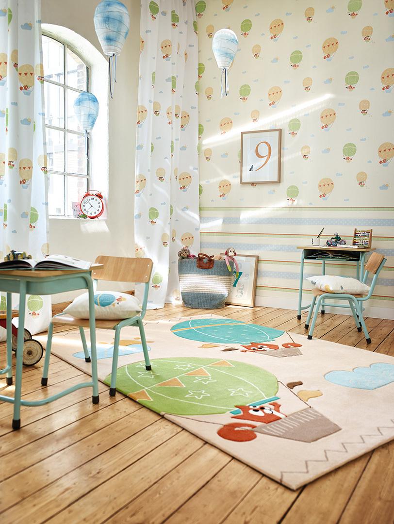 Флизелиновые обои в интерьере детской комнаты