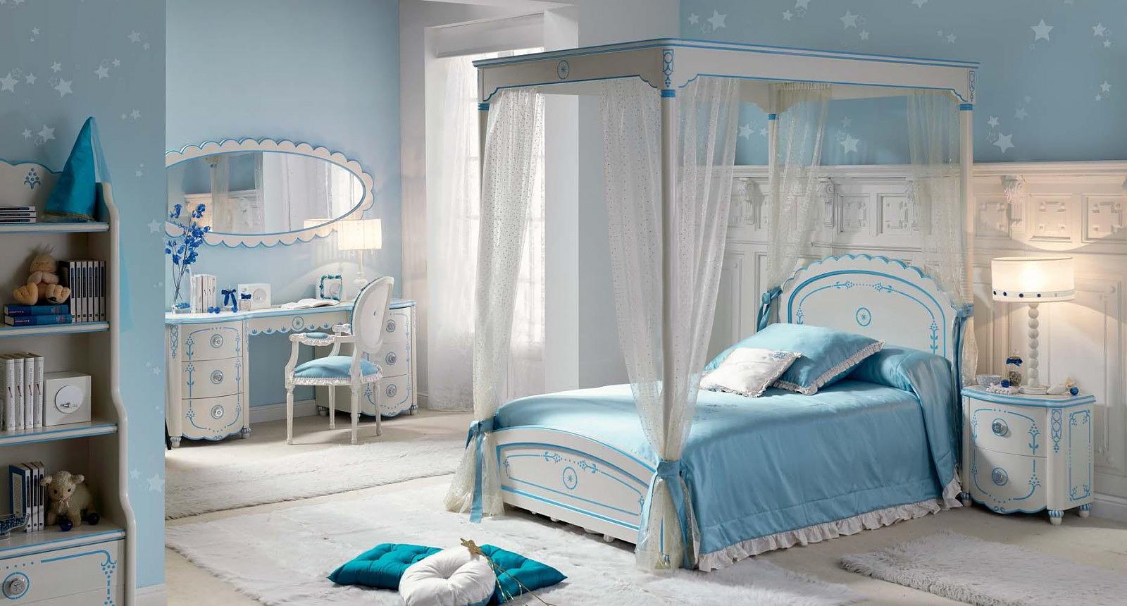 Бело голубая детская комната