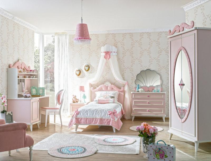 Розовая детская комната для девочки в интерьере