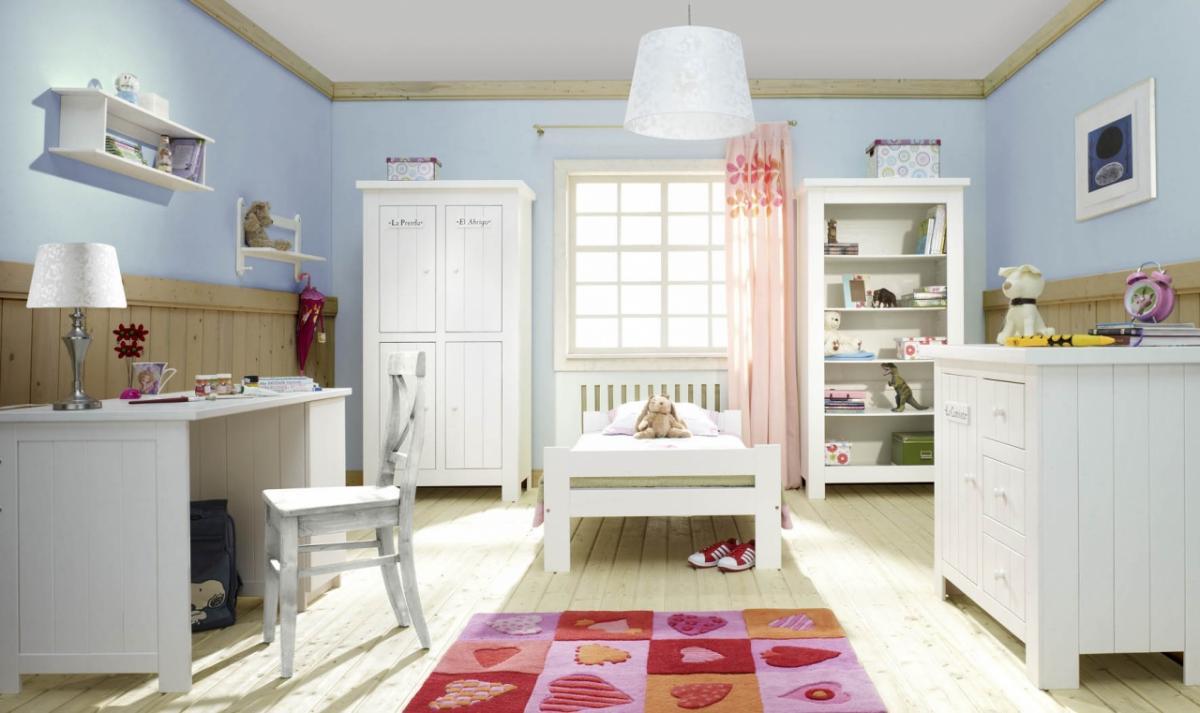 деревянная мебель в детской в скандинавском стиле