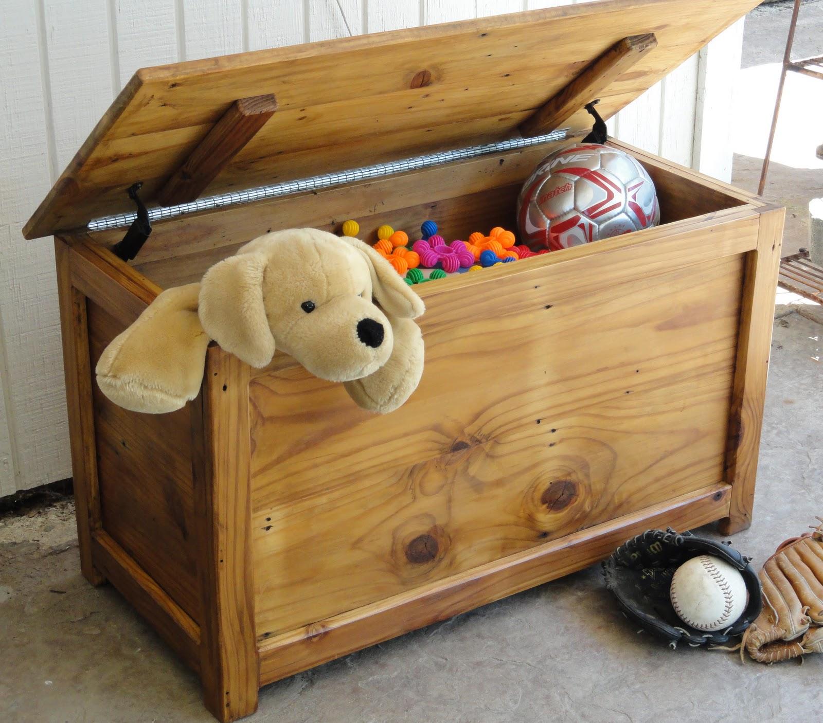 хранение игрушек в деревянных коробках