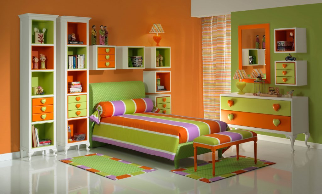 Оранжево-зеленая детская комната