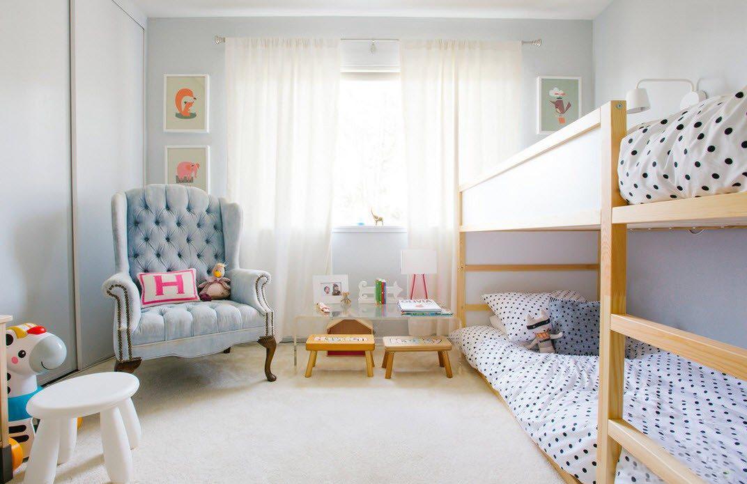 двухярусная кровать в светлых тонах