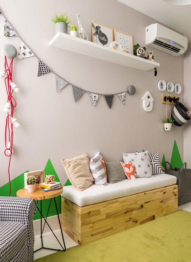 Светло-зеленая детская комната