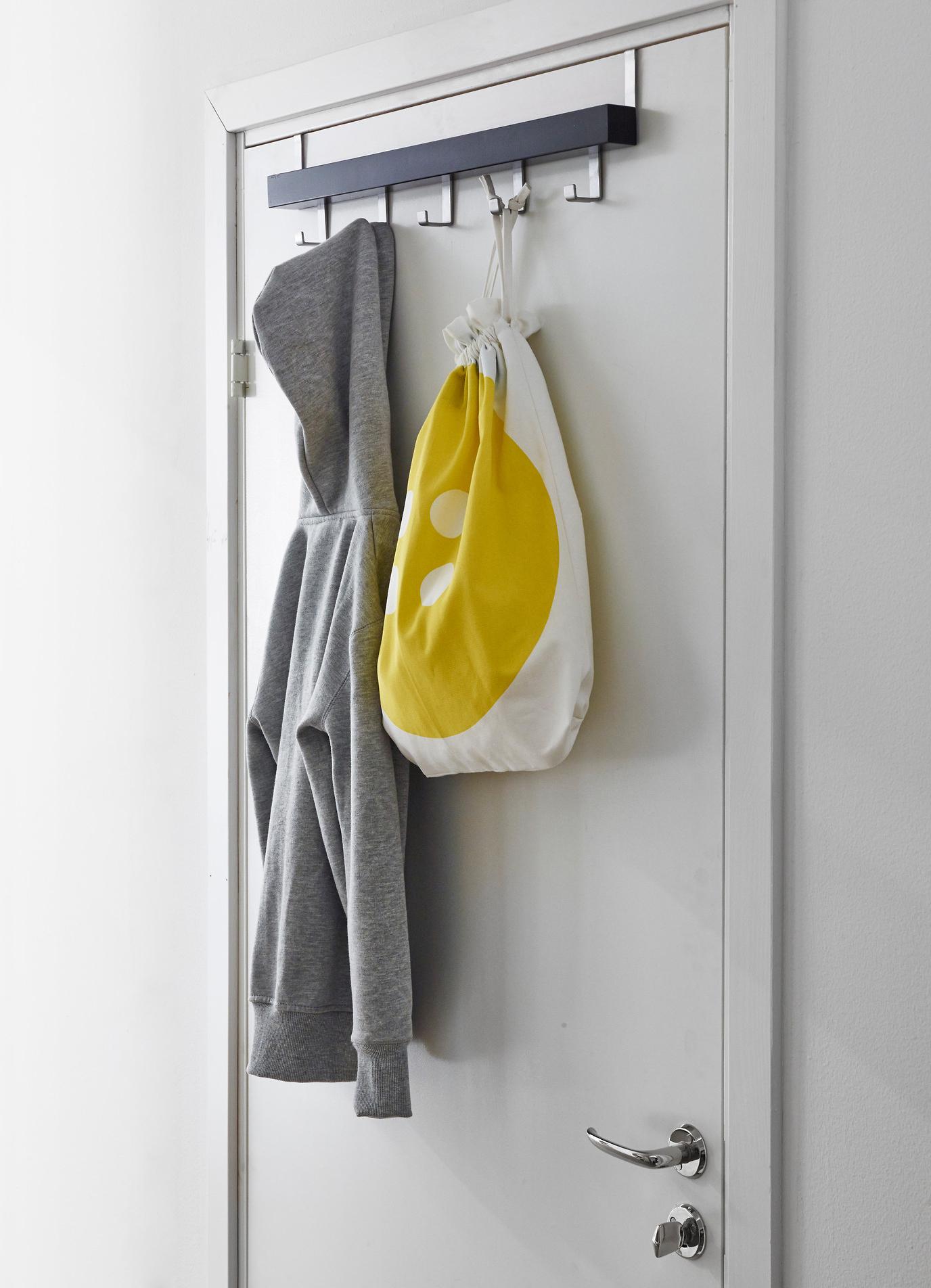 вешалка на двери в детской