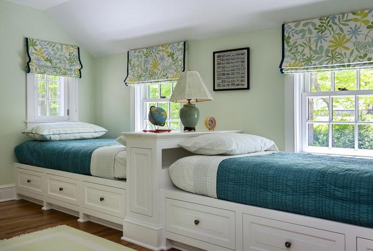 две кровати в детской